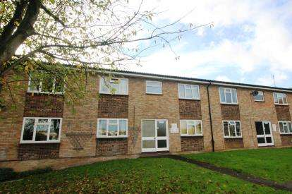 2 Bedrooms Flat for sale in Tower Road, Warmley, Nr Bristol, South Gloucestershire