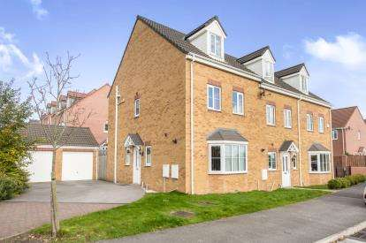 4 Bedrooms End Of Terrace House for sale in Park Drive, Lofthouse, Wakefield, West Yorkshire