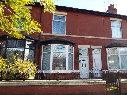 2 Bedrooms Terraced House for sale in Heywood Street, Bury, Greater Manchester, BL9