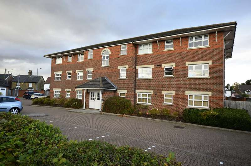 2 Bedrooms Flat for sale in Burns Close, Billericay