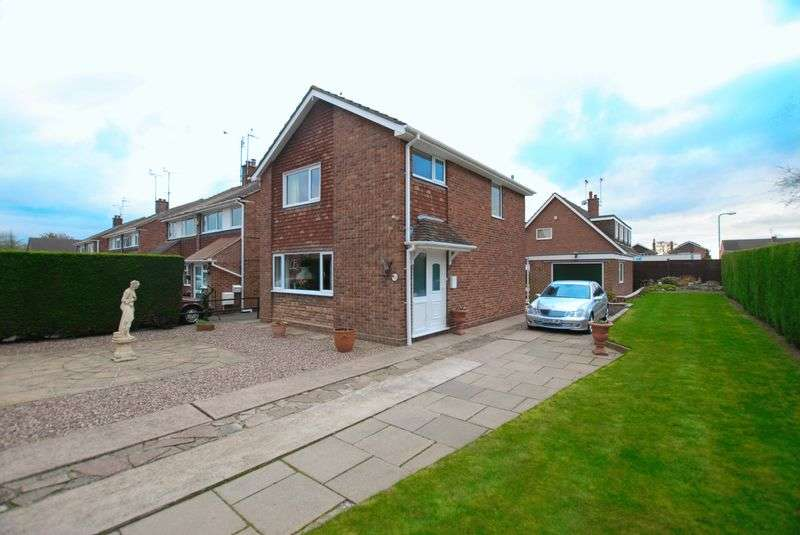 3 Bedrooms Detached House for sale in Riversfield Drive, Uttoxeter