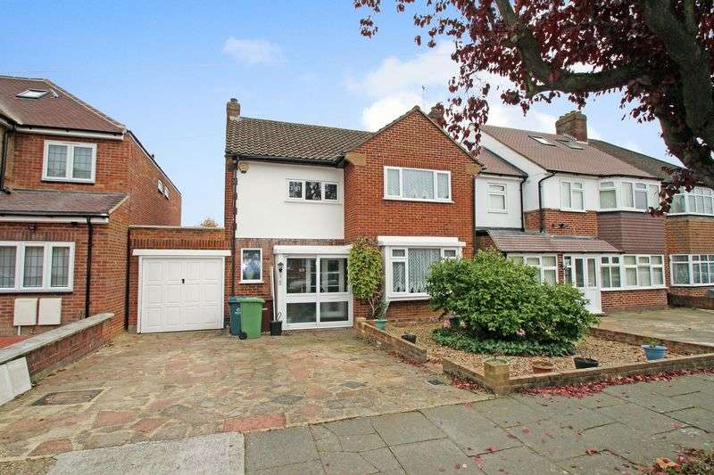 3 Bedrooms Detached House for sale in Anglesmede Crescent, Pinner