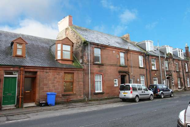3 Bedrooms Maisonette Flat for sale in Loudoun Road, Newmilns, Ayrshire, KA16 9HJ