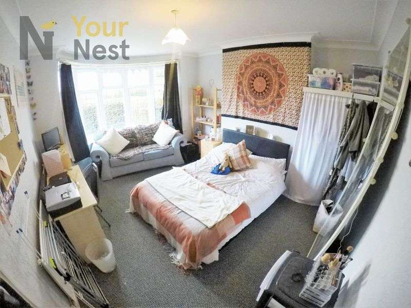 5 Bedrooms Semi Detached House for rent in The Turnways, Headingley, LS6 3DT