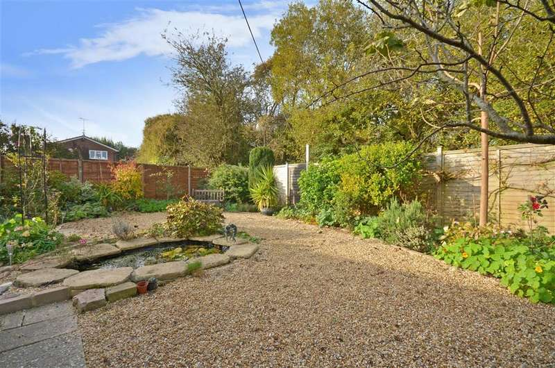 2 Bedrooms Detached Bungalow for sale in Byron Close, Bognor Regis, West Sussex