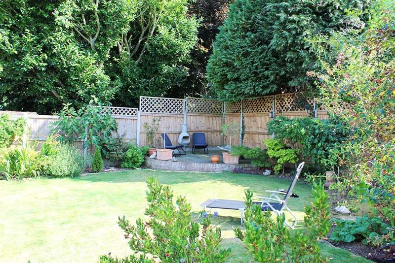 3 Bedrooms Bungalow for sale in Lilac Place, Meopham, Kent