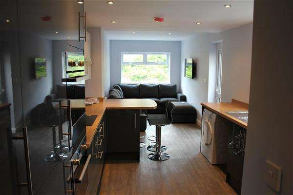 7 Bedrooms Terraced House for rent in Norman Street, Cathays, Cardiff