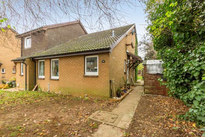 Semi Detached House for sale in Bracken Close, Carterton