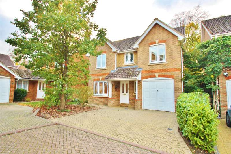 4 Bedrooms Detached House for sale in Cavell Way, Knaphill, Woking, Surrey, GU21