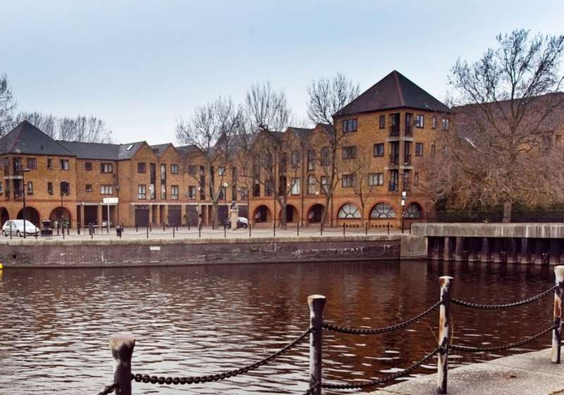 4 Bedrooms Town House for sale in Brunswick Quay, Surrey Quays
