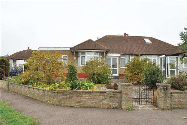 3 Bedrooms Bungalow for sale in Valance Avenue, Chingford