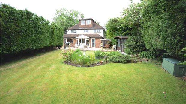 4 Bedrooms Detached House for sale in Blakes Lane, Hare Hatch, Reading