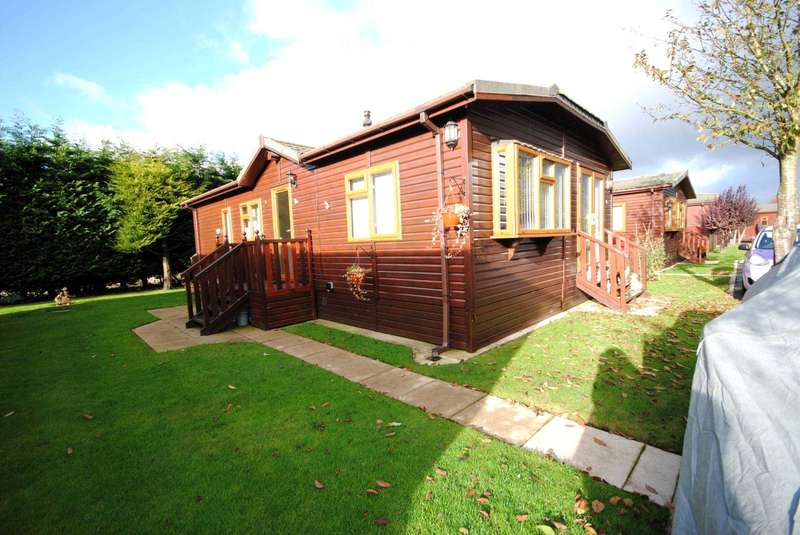 2 Bedrooms Lodge Character Property for sale in Lawnsdale Country Park, Moss Side
