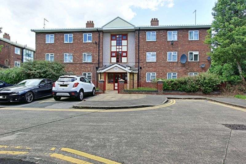 2 Bedrooms Flat for sale in Canberra Street, Hull