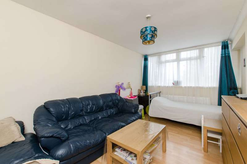 1 Bedroom Flat for sale in Garratt Lane, Earlsfield, SW17