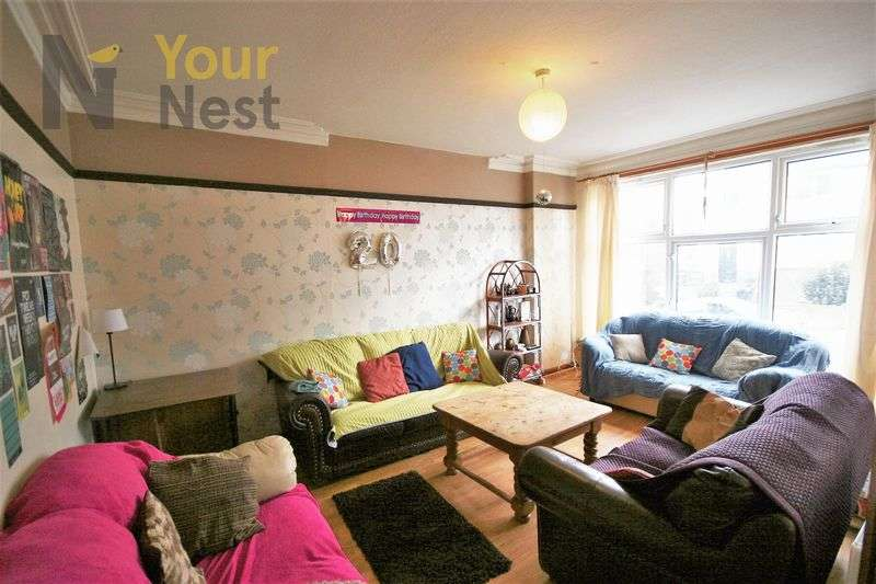 8 Bedrooms Terraced House for rent in Richmond Avenue, Hyde Park, LS61BZ