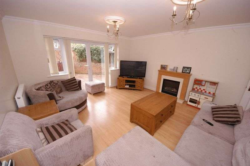 3 Bedrooms Terraced House for sale in Weavering Street, Maidstone