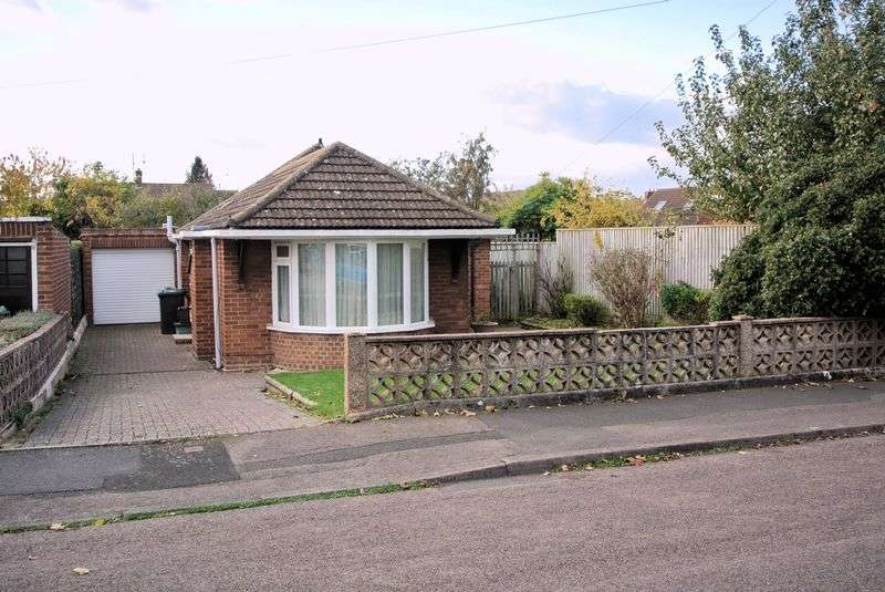 3 Bedrooms Detached Bungalow for sale in Chamwells Avenue, Gloucester