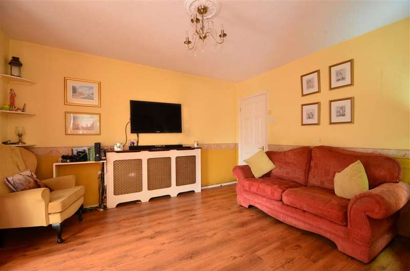 2 Bedrooms Terraced House for sale in Clarence Road, Pilgrims Hatch, Brentwood, Essex