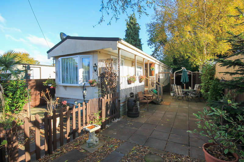 2 Bedrooms Mobile Home for sale in Lingfield Common Road, Lingfield