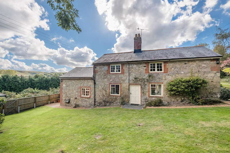 3 Bedrooms Cottage House for sale in Carisbrooke, Isle of Wight