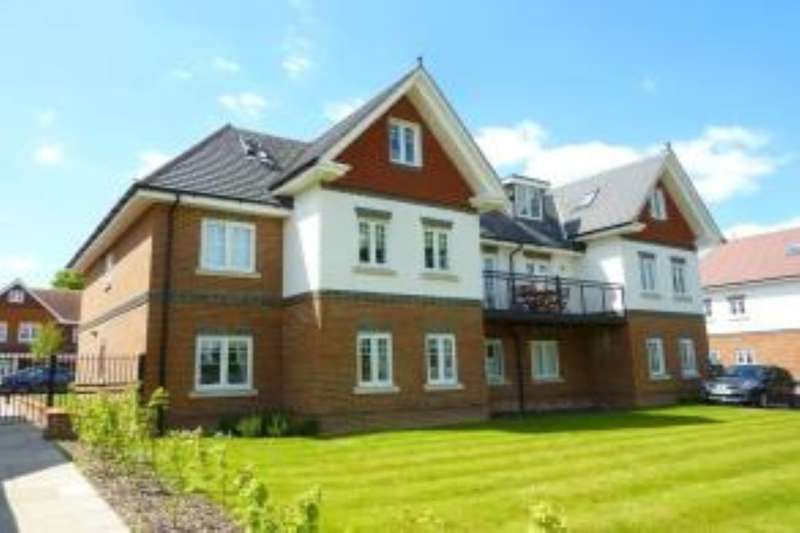 2 Bedrooms Flat for rent in Magnolia Drive, Banstead, SM7