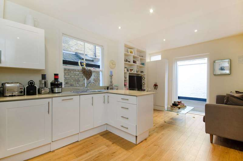 2 Bedrooms Flat for sale in Townmead Road, Sands End, SW6