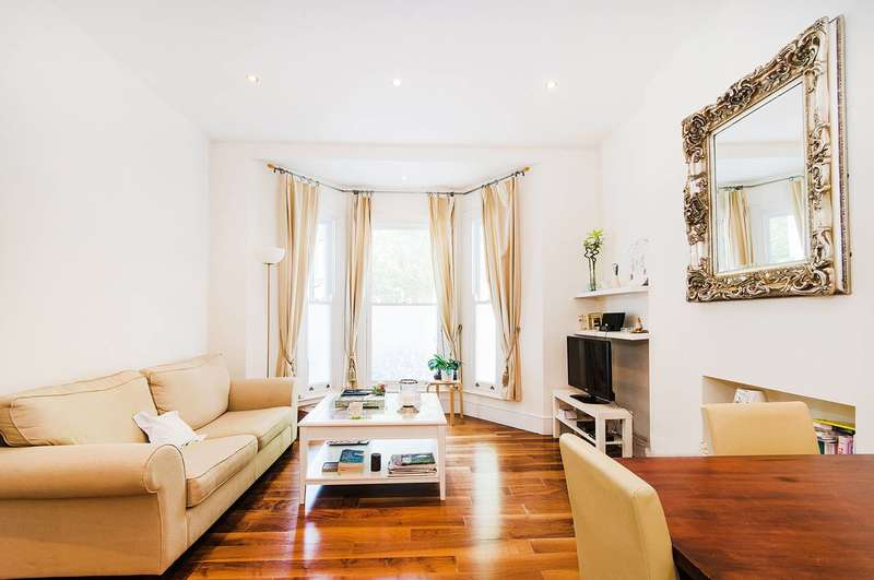 2 Bedrooms Flat for sale in Barclay Road, Fulham Broadway, SW6