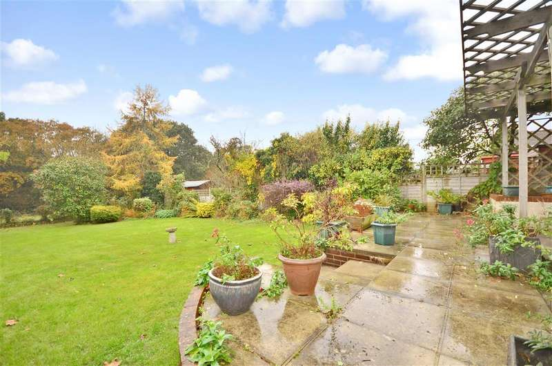 3 Bedrooms Bungalow for sale in Wyatts Lane, Cowes, Isle of Wight
