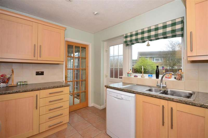 3 Bedrooms Semi Detached House for sale in Darenth Close, Herne Bay, Kent