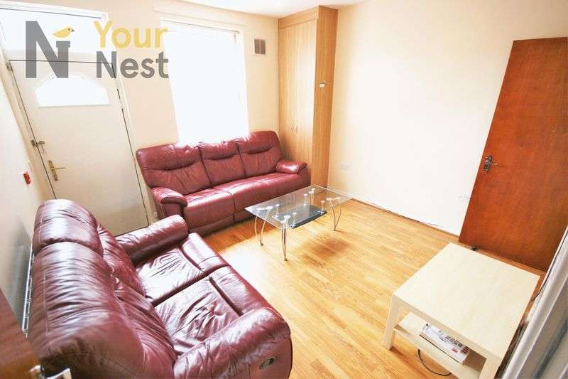 5 Bedrooms Terraced House for rent in Burley Lodge Road, Hyde Park, LS6 1QP