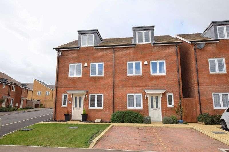 3 Bedrooms Semi Detached House for sale in Bramley Road, Aylesbury