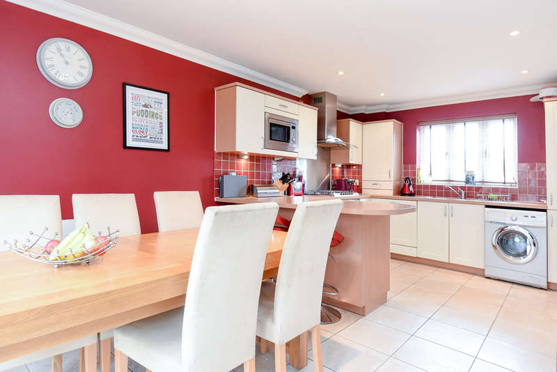 4 Bedrooms Detached House for sale in Whitminster