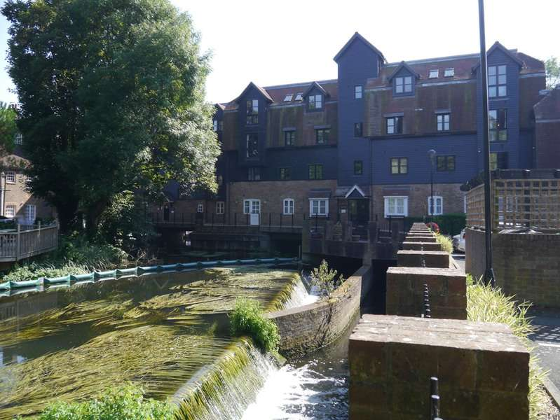 2 Bedrooms Flat for sale in Thorney Mill Road, West Drayton, Middlesex, UB7