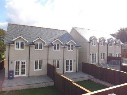 3 Bedrooms Semi Detached House for sale in Bryn Deiliog, Llanbedr, Gwynedd, LL45
