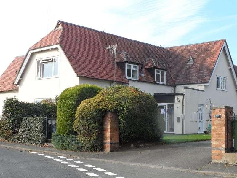 2 Bedrooms Flat for sale in School Lane, Middle Littleton