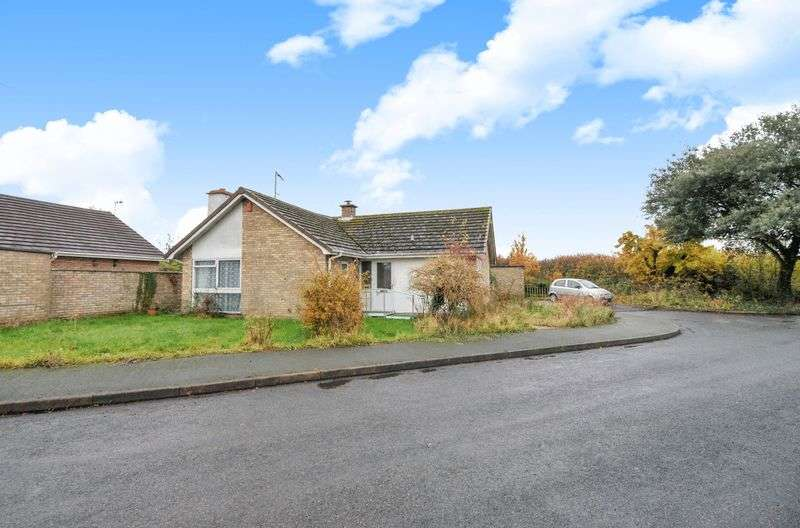 2 Bedrooms Detached Bungalow for sale in Helens Close, Upwood