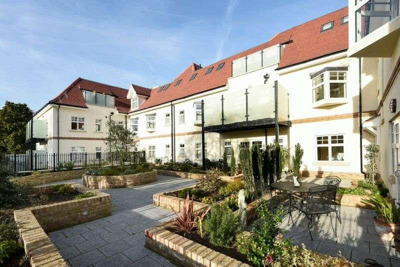 2 Bedrooms Flat for sale in Maxwell Road, Northwood