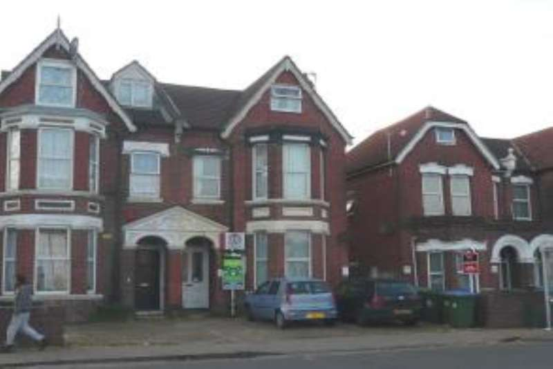 5 Bedrooms Semi Detached House for rent in Portswood Road, Southampton, SO17