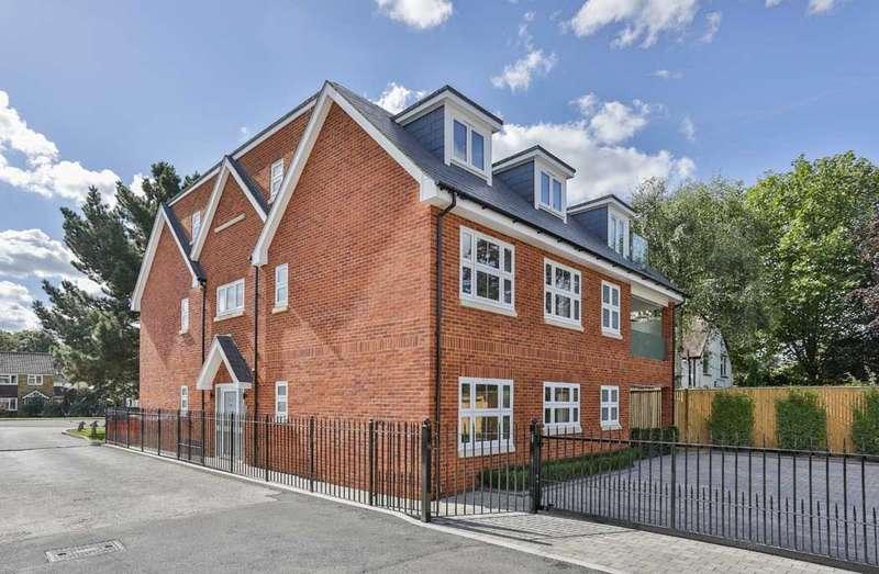 2 Bedrooms Flat for sale in Kingsway, Farnham Common, SL2