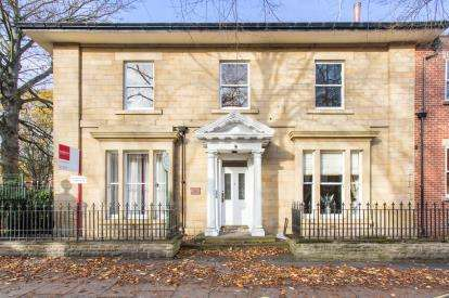 2 Bedrooms Flat for sale in Wentworth Lodge, Wentworth Terrace, Wakefield, West Yorkshire