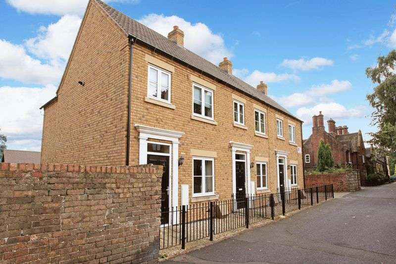 2 Bedrooms Terraced House for sale in 2 Russel Court, Madeley, Telford, TF7 5ES