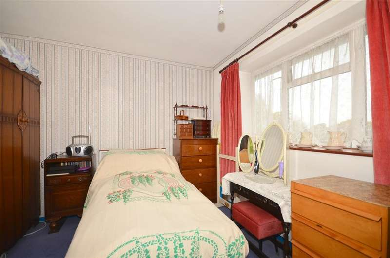 3 Bedrooms Terraced House for sale in Gossops Drive, Gossops Green, Crawley, West Sussex