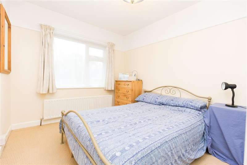 2 Bedrooms Bungalow for sale in Queens Drive, Hassocks, West Sussex