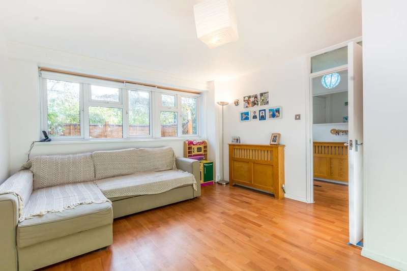 2 Bedrooms Maisonette Flat for sale in Albion Road, Stoke Newington, N16
