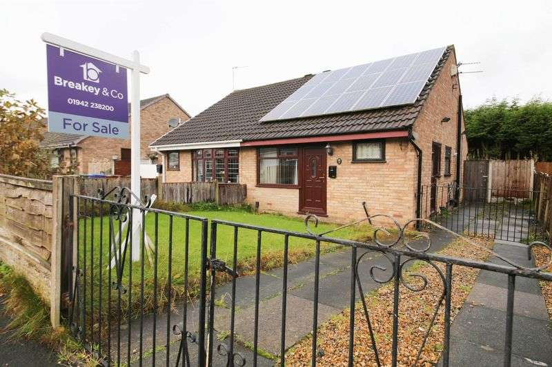 2 Bedrooms Semi Detached Bungalow for sale in Raithby Drive, Hawkley Hall, Wigan
