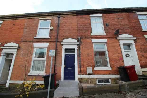 3 Bedrooms Terraced House for sale in Wellington Street St. Johns, Blackburn, Lancashire, BB1 8AF