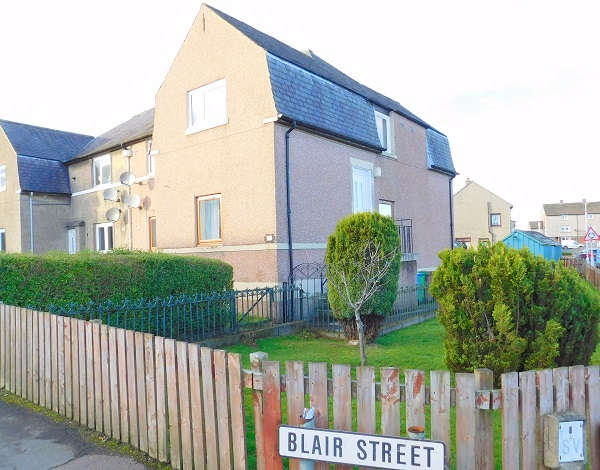 3 Bedrooms Flat for sale in Blair Street, Kelty, KY4