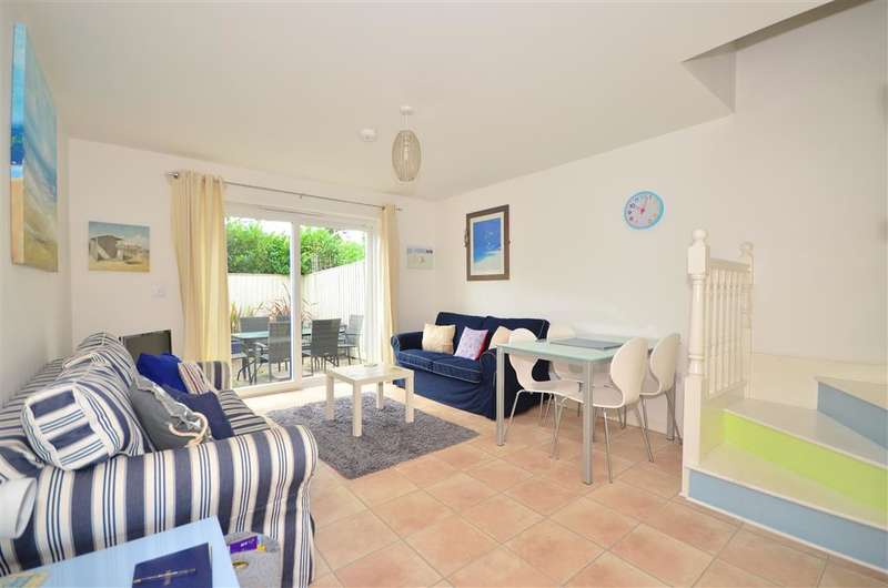 2 Bedrooms Terraced House for sale in Orchard Close, Freshwater, Isle of Wight