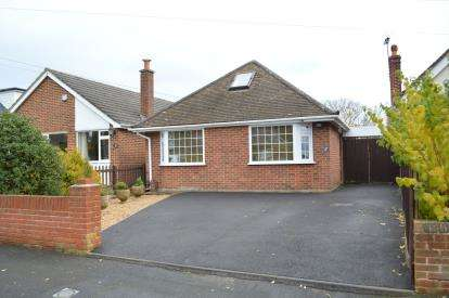 4 Bedrooms Bungalow for sale in Throop, Bournemouth, Dorset